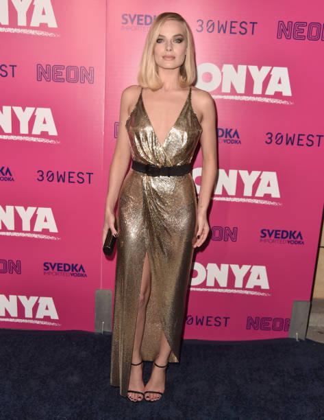 1人「Premiere Of Neon And 30 West's I, Tonya' - Red Carpet」:写真・画像(7)[壁紙.com]