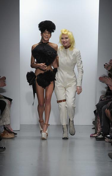 Alice Dellal「Pam Hogg  - Runway LFW Spring/Summer 2011」:写真・画像(13)[壁紙.com]