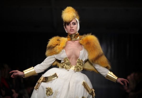 Alice Dellal「Pam Hogg Runway - LFW Autumn/Winter 2011」:写真・画像(5)[壁紙.com]