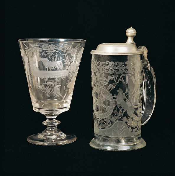Crockery「Old beer mug and Wine glass」:写真・画像(0)[壁紙.com]