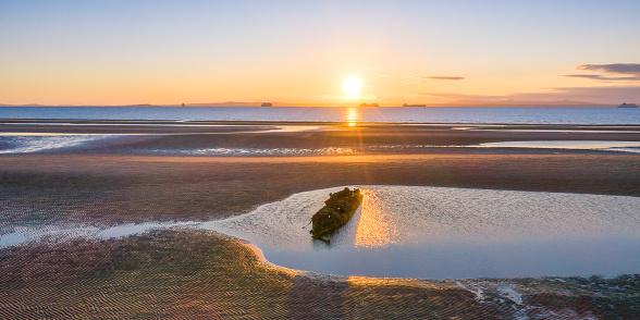 East Lothian「UK, Scotland, Wreck of X-Craft submarine lying on shore of Aberlady Bay at sunset」:スマホ壁紙(10)