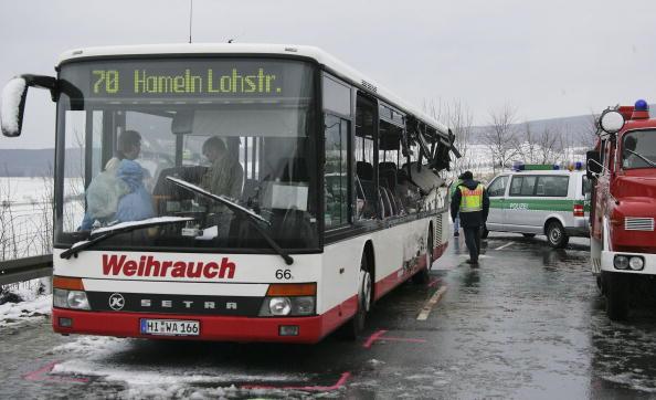 School Bus「Schoolbus Crash in Coppenbruegge」:写真・画像(7)[壁紙.com]