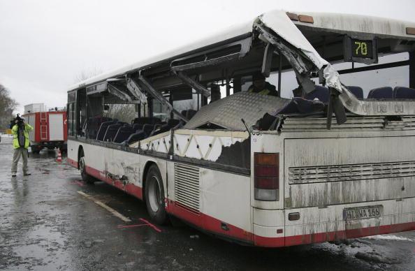 School Bus「Schoolbus Crash in Coppenbruegge」:写真・画像(2)[壁紙.com]