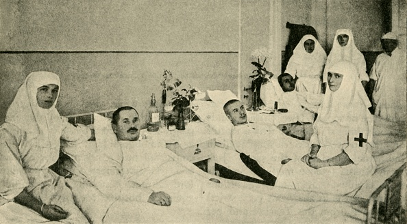 20th Century「Tsarina Alexandra Nursing Wounded Soldiers」:写真・画像(2)[壁紙.com]