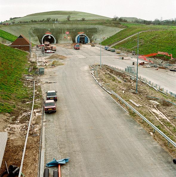 2002「Tunnel portals on the M20 / A20. Roundhill, Kent, United Kingdom.」:写真・画像(13)[壁紙.com]