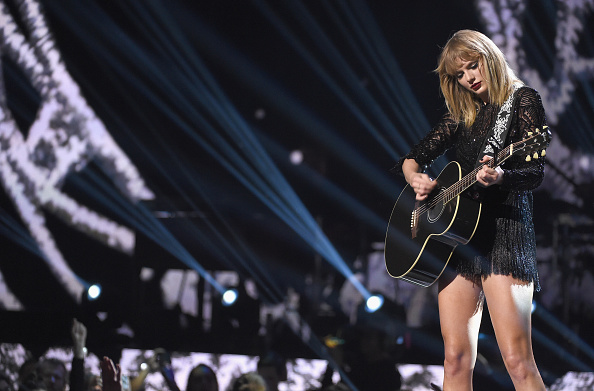 テイラー・スウィフト「2017 DIRECTV NOW Super Saturday Night Concert In Houston - Taylor Swift Performance」:写真・画像(3)[壁紙.com]