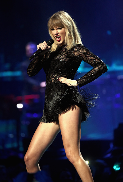 テイラー・スウィフト「2017 DIRECTV NOW Super Saturday Night Concert In Houston - Taylor Swift Performance」:写真・画像(1)[壁紙.com]