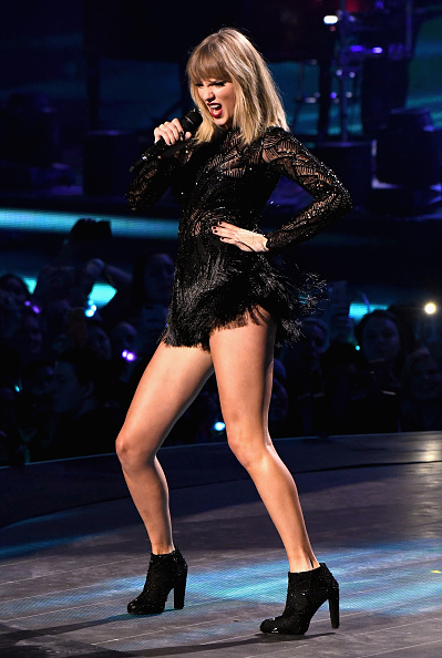 Taylor Swift「2017 DIRECTV NOW Super Saturday Night Concert In Houston - Taylor Swift Performance」:写真・画像(15)[壁紙.com]