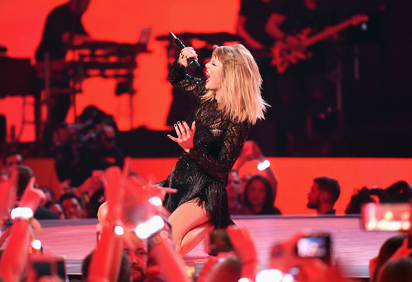 テイラー・スウィフト「2017 DIRECTV NOW Super Saturday Night Concert In Houston - Taylor Swift Performance」:写真・画像(19)[壁紙.com]