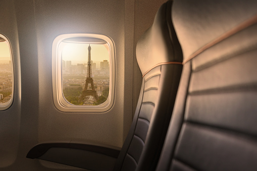 Commercial Airplane「Window of airplane with sight to Eiffelturm in Paris」:スマホ壁紙(18)