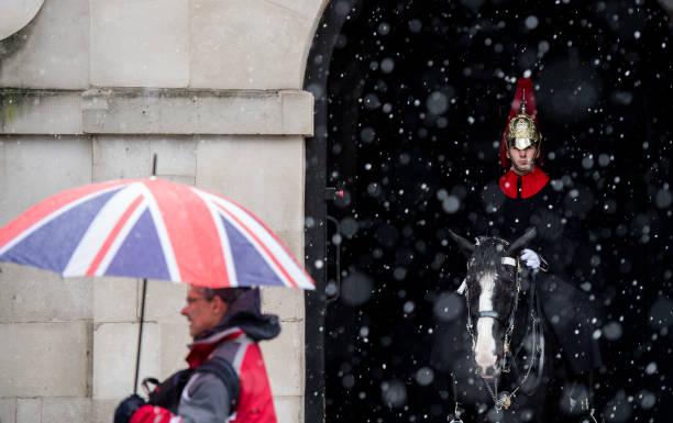 雪「Heavy Snow Hits The UK」:写真・画像(8)[壁紙.com]