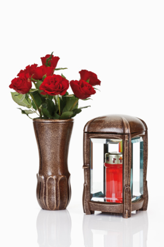 Cremation「Grave Lantern, grave candle and bunch of red roses in flower vase」:スマホ壁紙(4)