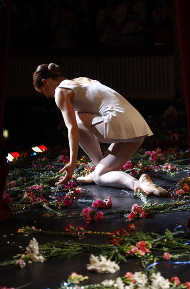 Moving Activity「Darcy Bussell Takes Her Final Curtain Call At The Royal Ballet」:写真・画像(0)[壁紙.com]