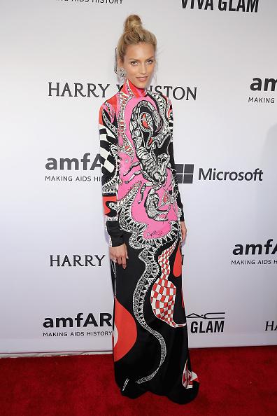 High Collar「2015 amfAR Inspiration Gala New York - Arrivals」:写真・画像(4)[壁紙.com]