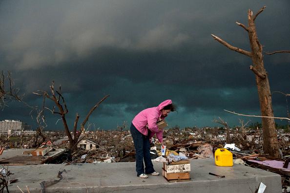 Missouri「89 Dead As Major Tornado Devastates Joplin, Missouri」:写真・画像(16)[壁紙.com]