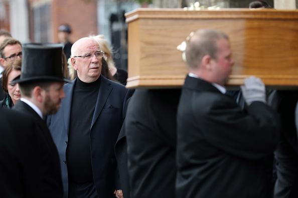 Salford Quays「Funeral Held For Coronation Street Actress Liz Dawn」:写真・画像(19)[壁紙.com]