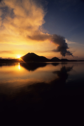 Active Volcano「Volcanic Sunrise at Tavurver volcano, Rabaul , Papua New Guinea」:スマホ壁紙(10)