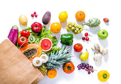 Supermarket「Paper bag full of various kinds of fruits and vegetables on white background」:スマホ壁紙(14)