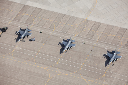 Military「Three F-16 Fighter Jets on Tarmac Ready for Flight」:スマホ壁紙(5)