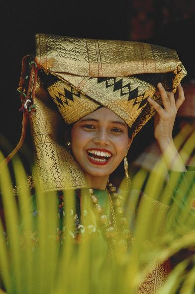 One Woman Only「Indonesian Headdress」:写真・画像(8)[壁紙.com]