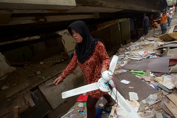 Ceiling Fan「Community Living In Makeshift Housing Evicted From Highway Settlement」:写真・画像(17)[壁紙.com]