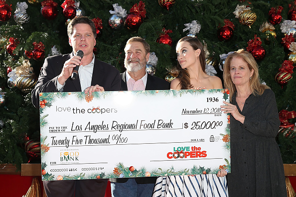 """Making Money「""""Love The Coopers"""" Holiday Luncheon Benefiting The LA Regional Food Bank」:写真・画像(14)[壁紙.com]"""