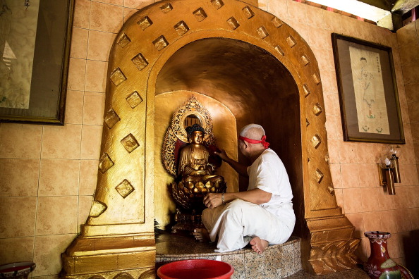 Buddha「Members Of Dwipayana Tanah Kilap Temple Prepare For Chinese New Year」:写真・画像(8)[壁紙.com]