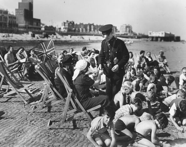 Paying「Deckchair Attendant」:写真・画像(17)[壁紙.com]