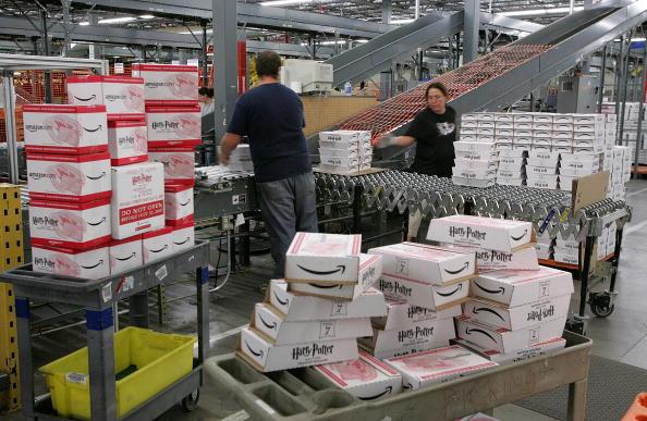 Freight Transportation「Amazon.com Prepares To Distribute Last Harry Potter Installment」:写真・画像(19)[壁紙.com]
