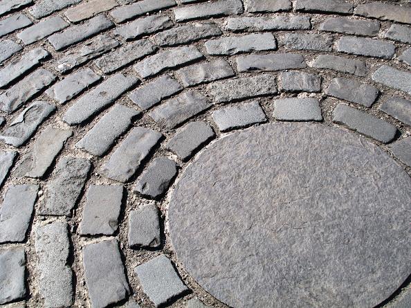 Paving Stone「Granite sett cobbled paving in circle design」:写真・画像(19)[壁紙.com]