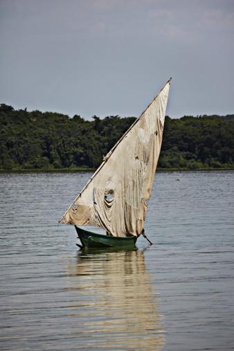 Lake Victoria「Boat in Lake Victoria」:スマホ壁紙(12)