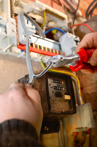 Mid Adult Men「An electrician removes old electricity fuse boxes and installs a memera consumer unit, UK」:写真・画像(18)[壁紙.com]