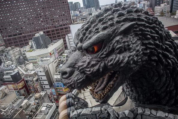 Godzilla「Godzilla Welcomes Tourists To Tokyo」:写真・画像(3)[壁紙.com]