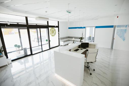 Formal Reception「Reception desk in modern clinic」:スマホ壁紙(6)