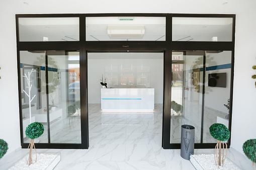 Formal Reception「Reception desk in modern clinic」:スマホ壁紙(14)