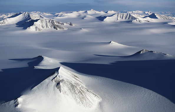 Arctic「NASA Continues Efforts To Monitor Arctic Ice Loss With Research Flights Over Greenland and Canada」:写真・画像(6)[壁紙.com]