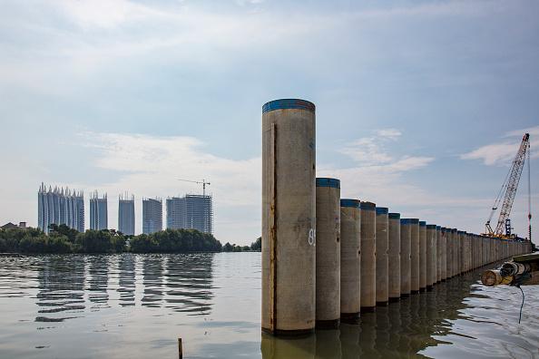 Jakarta「Indonesia Tackles Rising Waters At Jakarta's Sinking City」:写真・画像(6)[壁紙.com]