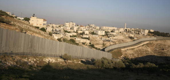 Surrounding「Construction Continues On Separation Barrier In West Bank」:写真・画像(6)[壁紙.com]