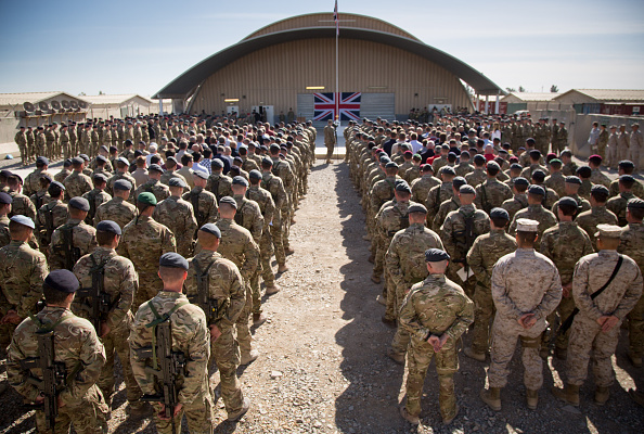 Army「British Troops In Kandahar Participate In A Remembrance Sunday Service」:写真・画像(6)[壁紙.com]
