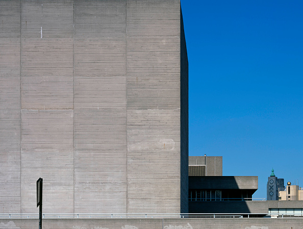 Shadow「The National Theatre located on the south bank of the river Thames in London is another major example of Brutalist architecture. Designed by architect Sir Denys Lasdun and opened in 1976.」:写真・画像(10)[壁紙.com]