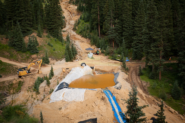 アニマス川「Federal Cleanup Crew Spills 3 Million Gallons Of Toxic Mine Waste In Colorado's Animas River」:写真・画像(3)[壁紙.com]