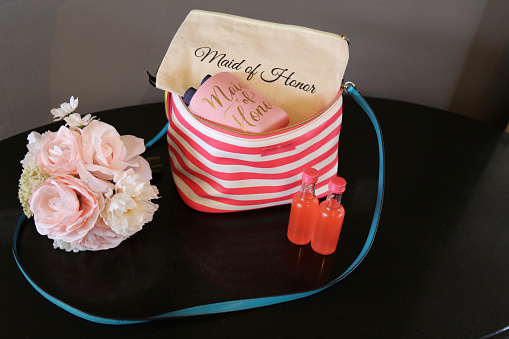Girly「Maid of Honor's essential items and purse」:スマホ壁紙(9)