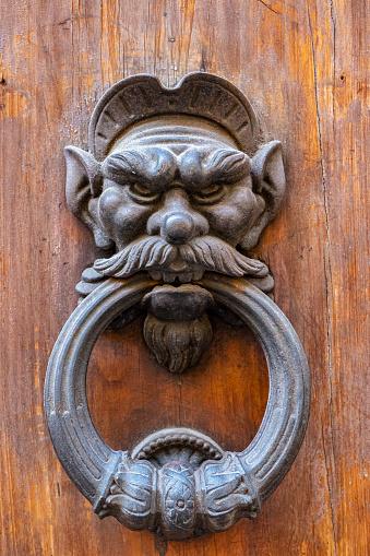 Beard「Old heavy cast metal novelty character door knocker.」:スマホ壁紙(12)
