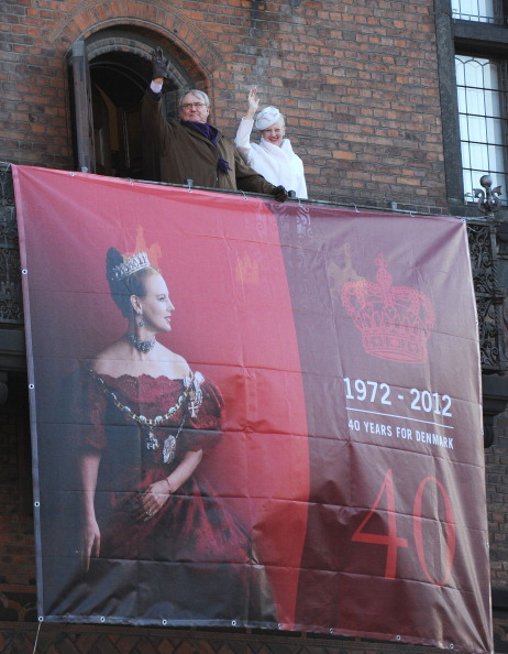 Two People「Queen Margrethe II of Denmark Celebrates 40 Years on The Throne - City Hall Reception」:写真・画像(10)[壁紙.com]