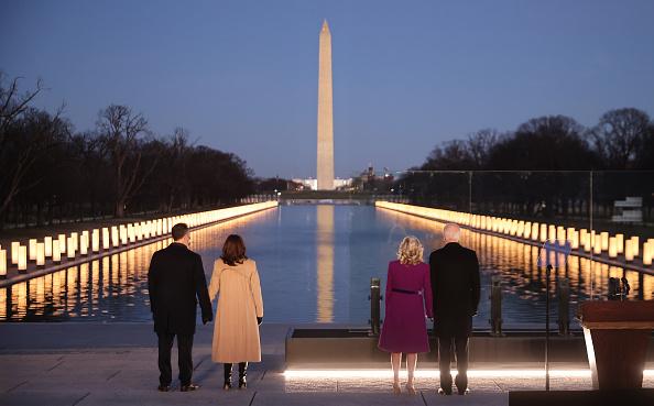 The Mall - Washington DC「COVID-19 Memorial Service Held In Washington On The Eve Of Biden's Inauguration」:写真・画像(3)[壁紙.com]