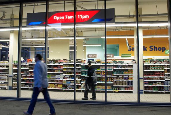 Outdoors「Tesco Metro store, Central London, UK」:写真・画像(17)[壁紙.com]