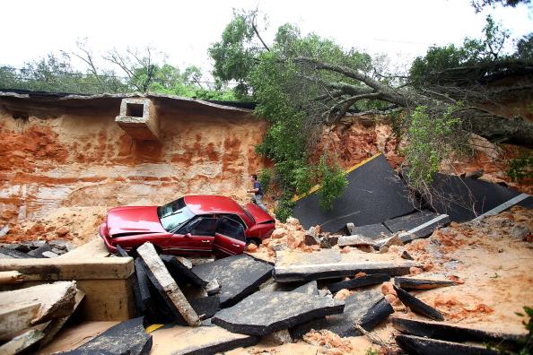 Torrential Rain「Storm Systems Brings Severe Flooding To Pensacola」:写真・画像(15)[壁紙.com]