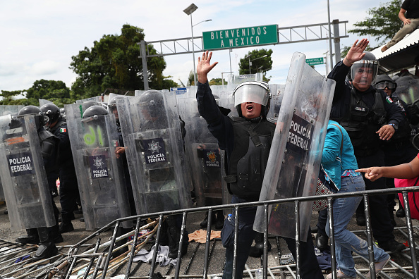 Mexico「Migrant Caravan Crosses Into Mexico From Guatemala」:写真・画像(8)[壁紙.com]