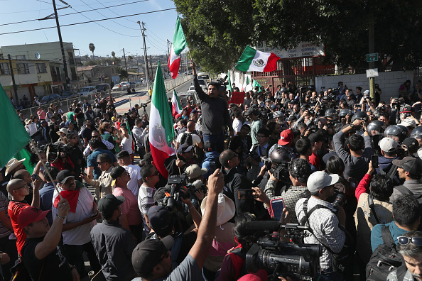 Baja California Peninsula「Anti-Immigrant Activists Rally At US-Mexico Border」:写真・画像(17)[壁紙.com]