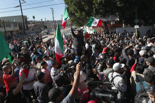 Anti-Immigrant Activists Rally At US-Mexico Border:ニュース(壁紙.com)